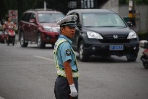 traffic-cop-2961283233111fWzH[1]